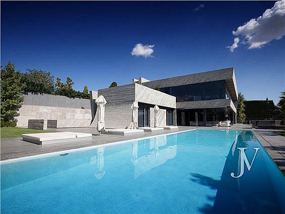 Las 10 viviendas en venta en madrid y barcelona m s for Piscina jardin 727