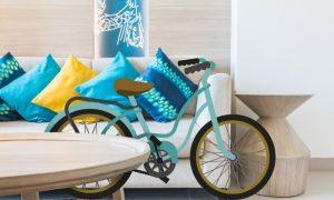 Trucos para guardar bicis en casa: ¿Palets o colgarlas?