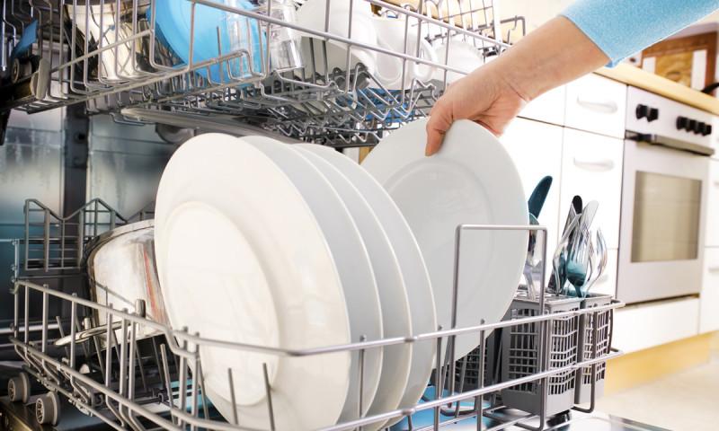 8bf846cbad26 Lavar a mano o con lavavajillas, ¿qué gasta más?