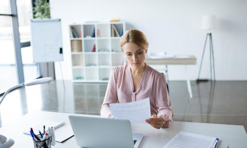 ¿Puedo rescindir un contrato de alquiler con opción a contra?