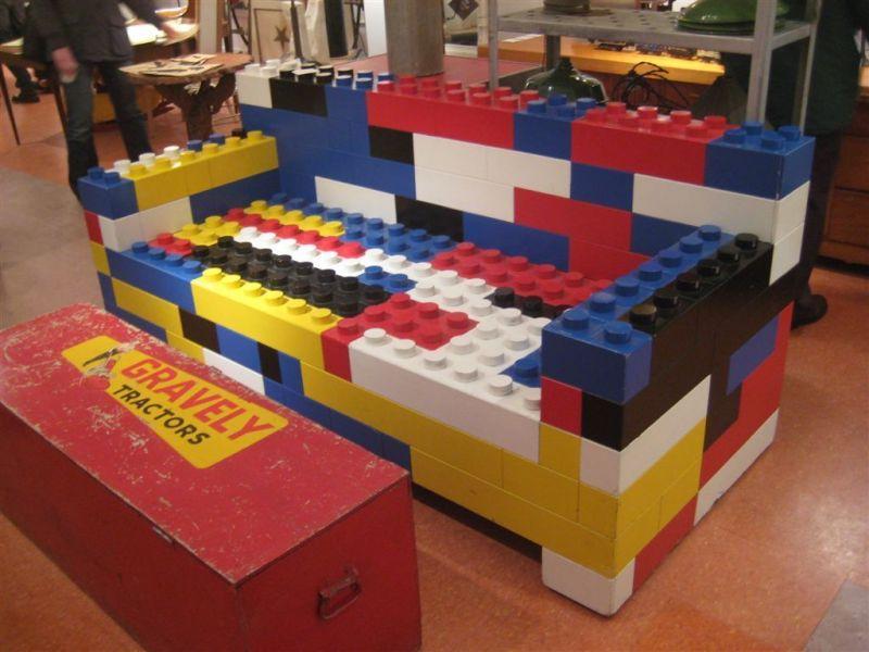 Decoración con piezas LEGO: muebles llamativos para tu vivienda
