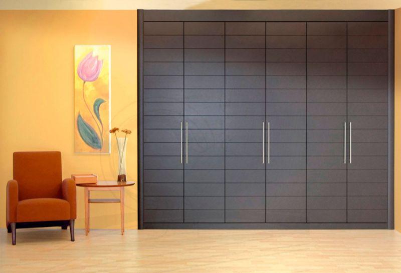 La decoraci n de tu dormitorio est pidiendo un armario for Ideas para puertas de armarios empotrados