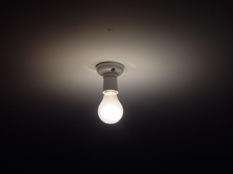 El precio de la luz, en máximos históricos, ¿cómo reducirlo en casa?
