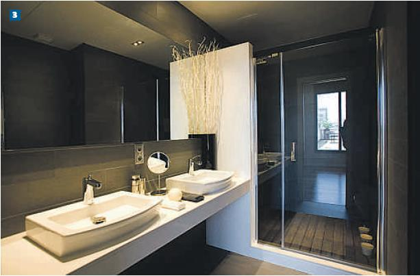 Baños Gris Con Blanco: blanco y cabina de ducha de hidromasaje con doble chorro en cascada